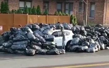 Πάρκαρε σε χώρο που ξεφορτώνουν σκουπίδια και το αποτέλεσμα ήταν... οδυνηρό
