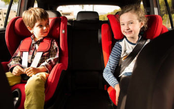 Δύο στα τρία παιδιά ταξιδεύουν με αυτοκίνητο σε επικίνδυνες θέσεις