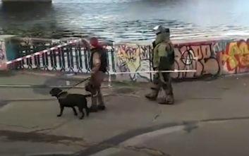 Συναγερμός στο Κίεβο με άντρα που απειλεί να ανατινάξει γέφυρα