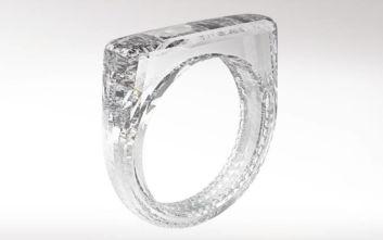 Tο δαχτυλίδι που είναι φτιαγμένο μόνο από διαμάντι