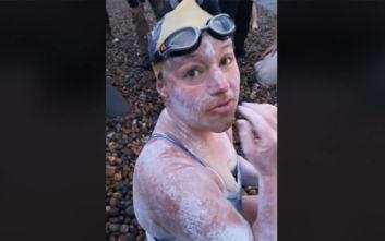 Η Σάρα Τόμας είναι ο πρώτος άνθρωπος που διέσχισε κολυμπώντας τη Μάγχη τέσσερις συνεχόμενες φορές