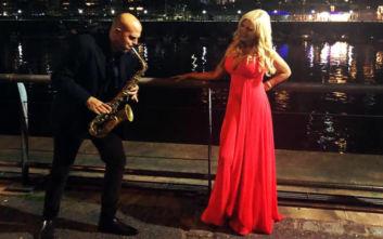 Η Μαρίνα Πατούλη χορεύει υπό τους ήχους σαξόφωνου στο Μπουένος Άιρες