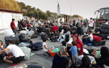 Ξεκινά η απομάκρυνση 1.500 προσφύγων από τη Λέσβο
