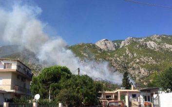 Φωτιά στο Λουτράκι: Αποπνικτική η ατμόσφαιρα στην πόλη, οι φλόγες κατευθύνονται στο μοναστήρι