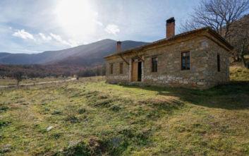 Το πέτρινο σπίτι - όνειρο στις Πρέσπες που βρίσκει κανείς στο Airbnb