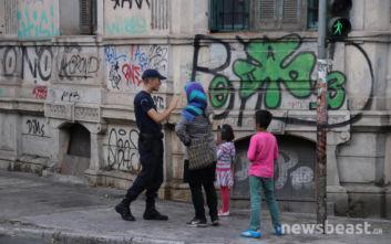 Στη Διεύθυνση Αλλοδαπών οι μετανάστες από το υπό εκκένωση κτίριο στην Αχαρνών