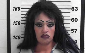 Είπε ψέματα στους αστυνομικούς ότι είναι η 21χρονη κόρη της αλλά δεν τους έπεισε