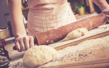 Ζυμάρι και ψωμί «ξύπνησαν» γευστικές αναμνήσεις στην καραντίνα