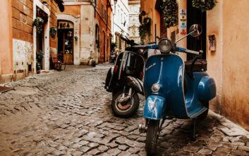 Η Γένοβα μπλοκάρει τη Vespa από τους δρόμους της