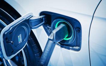 Χατζηδάκης: Σημαντικά κίνητρα για την ανάπτυξη υποδομών φόρτισης για ηλεκτροκίνηση