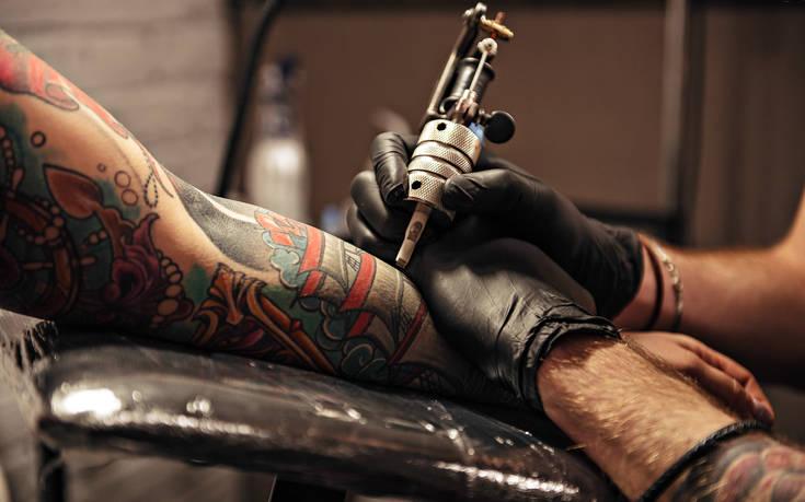 To «χτύπημα» του τατουάζ και η παράξενη απειλή για το σώμα μας