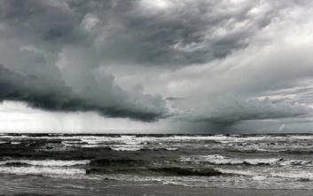 Ρυμουλκό κινδυνεύει στον Ατλαντικό, βρίσκεται κοντά σε κυκλώνα