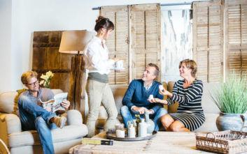 Πώς προετοιμάζουμε το σπίτι για να φιλοξενήσουμε κόσμο