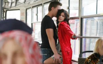 Ζευγάρι έφαγε αποκλεισμό από λεωφορεία γιατί δεν μπορούσε να συγκρατηθεί