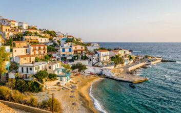 Το ελληνικό νησί που εκθειάζει η Daily Mirror