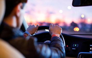 Έλληνες οδηγοί: Πίσω από το τιμόνι κουρασμένοι και υπό την επήρεια αλκοόλ