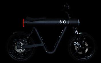 Το θεότρελο μηχανάκι που δεν είναι ούτε μηχανή, ούτε ποδήλατο, ούτε σκούτερ