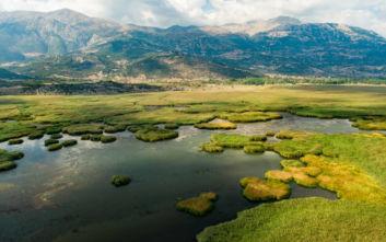 Ένα υπέροχο σκηνικό στη μυθική λίμνη της Κορινθίας