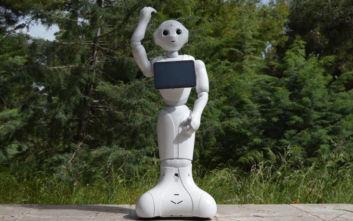 Ακόμα πιο έξυπνα και ομιλητικά τα δύο ρομπότ Pepper του αεροδρομίου Ελ. Βενιζέλος