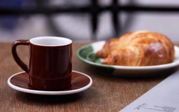 Ραντεβού για καφέ σε καθιερωμένα στέκια στο κέντρο