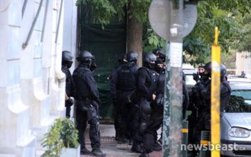 Επιχείρηση της ΕΛ.ΑΣ. στο κέντρο της Αθήνας, εκκενώνουν υπό κατάληψη κτίριο