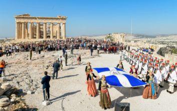 Η επετειακή έπαρση της σημαίας στην Ακρόπολη για τα 75 χρόνια από την απελευθέρωση της Αθήνας