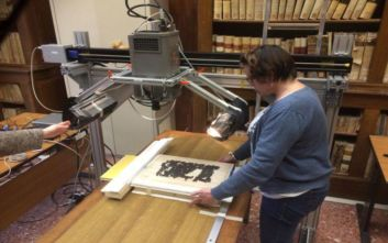 Επιστήμονες «είδαν» το κρυμμένο αρχαιοελληνικό κείμενο στην πίσω πλευρά των παπύρων του Ηρακλείου Καμπανίας