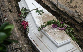 Ζευγάρι από την Καβάλα κήδεψε τα δύο αδέρφια που ήταν στα αζήτητα από τον Αύγουστο στο Βόλο