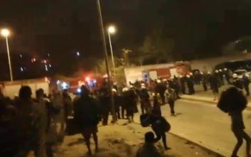 Σάμος: Κατόπιν συγκρούσεων Αφγανών με Σύρου ξέσπασε η φωτιά στο κέντρο υποδοχής