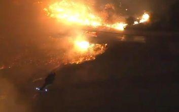 Εικόνες αποκάλυψης από φωτιά που καίει σπίτια στο Λος Άντζελες