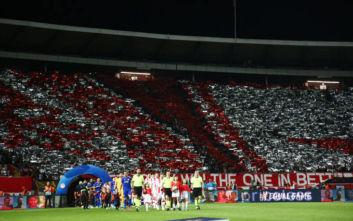 Ερυθρός Αστέρας-Ολυμπιακός: Εκπληκτικό κορεό στο γήπεδο με τα σήματα των δύο ομάδων