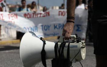 Διαμαρτυρία φοιτητών έξω από το υπουργείο Παιδείας