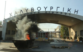 Εργαζόμενοι έκλεισαν την είσοδο της Χαλυβουργικής