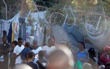 Εγκρίθηκαν από την Κομισιόν 130 εκατ. ευρώ για τα κλειστά κέντρα σε Σάμο, Λέρο και Κω
