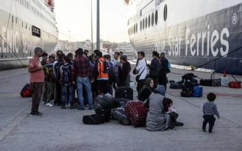 Στον Πειραιά πλοίο με 466 μετανάστες από Λέσβο και Χίο