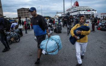 Έφτασαν στον Πειραιά 156 αιτούντες άσυλο από τη Μυτιλήνη
