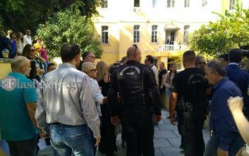 Πλήθος κόσμου στα δικαστήρια για την υπόθεση ξυλοδαρμού δασκάλας στα Χανιά