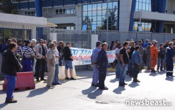 Συγκέντρωση διαμαρτυρίας των ναυπηγοεπισκευαστών έξω από το υπουργείο Ναυτιλίας