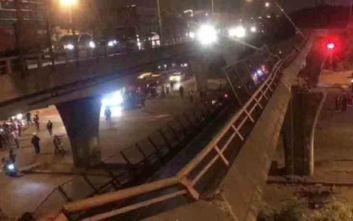 Κίνα: Γέφυρα κατέρρευσε πάνω σε αυτοκίνητα, φόβοι για νεκρούς