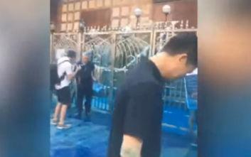 Χονγκ Κονγκ: Συγγνώμη της αστυνομίας επειδή έριξε ένα επικίνδυνο μπλε υγρό σε... τέμενος ενώ ήθελε σε διαδηλωτές