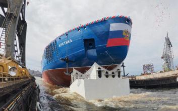 Σήμα κινδύνου εξέπεμψε ρωσικό παγοθραυστικό με 33 επιβαίνοντες