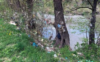 «Ψάρεψαν» 300 λάστιχα αυτοκινήτων από ποταμό στη Βοσνία