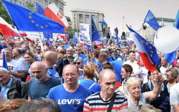 Η Κομισιόν προσέφυγε στο Ευρωπαϊκό Δικαστήριο κατά της δικαστικής μεταρρύθμισης στην Πολωνία