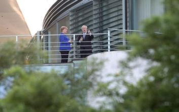 Μέρκελ σε Τζόνσον: Εξαιρετικά απίθανη μια συμφωνία για το Brexit