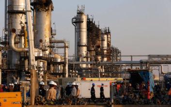 Σαουδική Αραβία: Η πετρελαϊκή της παραγωγή μειώθηκε κατά 660.000 βαρέλια τη μέρα