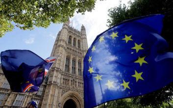 Δύο εκατομμύρια Ευρωπαίοι αιτήθηκαν παραμονή στη Βρετανία μετά το Brexit