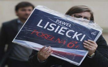 Στις κάλπες οι Πολωνοί για την ανάδειξη νέου κοινοβουλίου