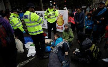 Λονδίνο: Ακτιβιστές για το κλίμα διαδηλώνουν στο υπουργείο Μεταφορών