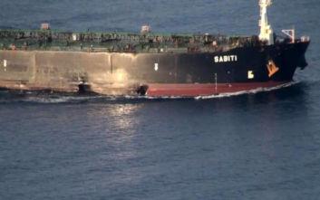 Στη δημοσιότητα φωτογραφίες του τάνκερ που δέχτηκε επίθεση στην Ερυθρά Θάλασσα