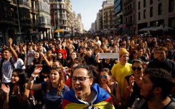 Δεκάδες συλλήψεις στην Καταλονία μετά τα βίαια επεισόδια